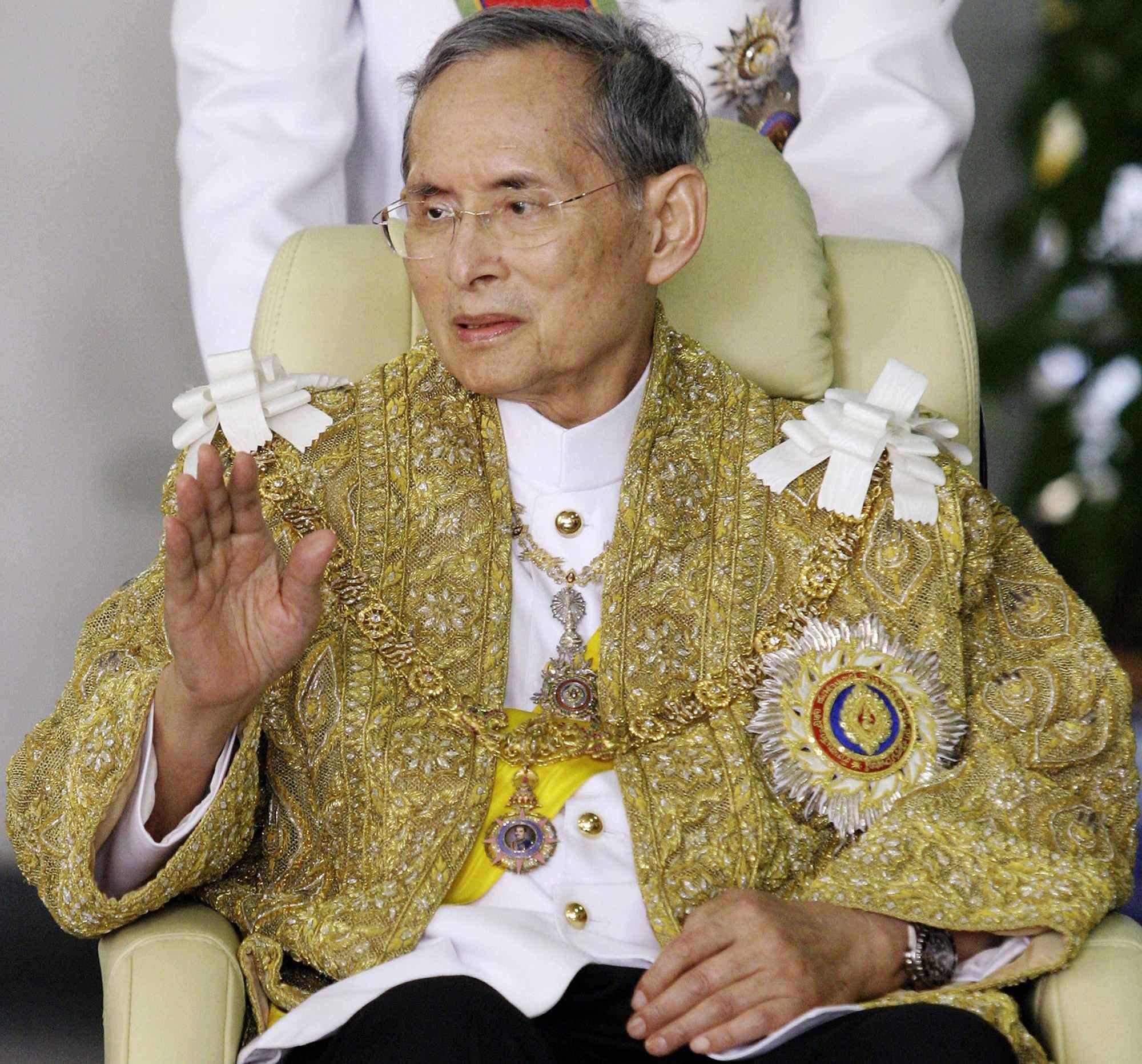картинка короля таиланда несколько дней
