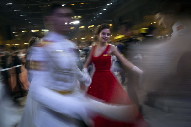 Photos Students Dance During The Annual Military Ball In Moscow