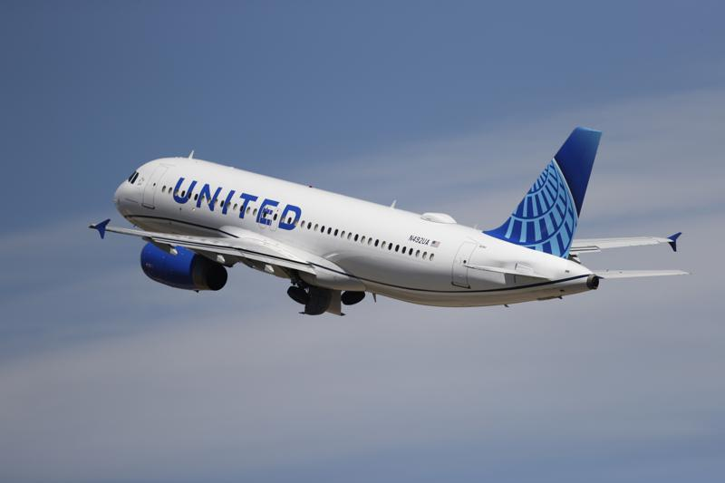 United Airlines loses .36 billion in first quarter, business travel remains weak