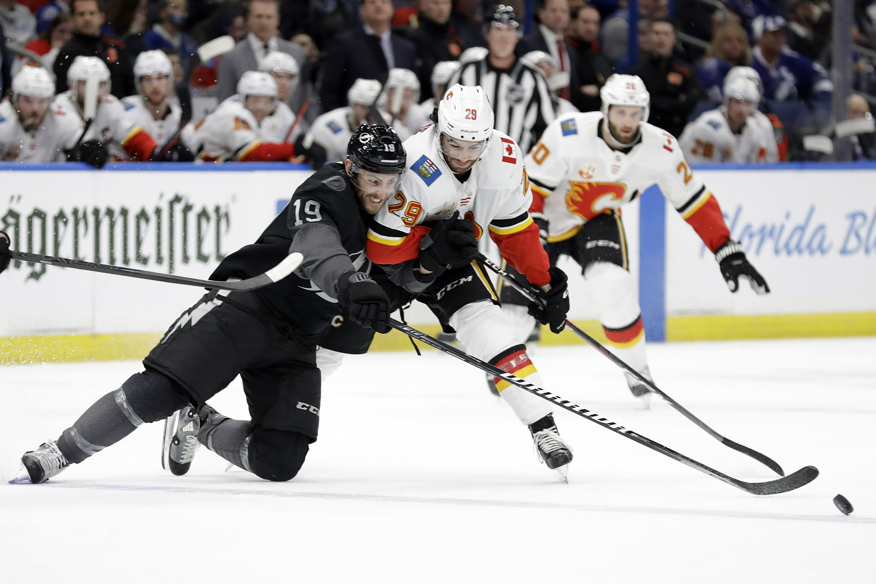 Lightning Snap 4 Game Losing Streak Beat Flames 4 3