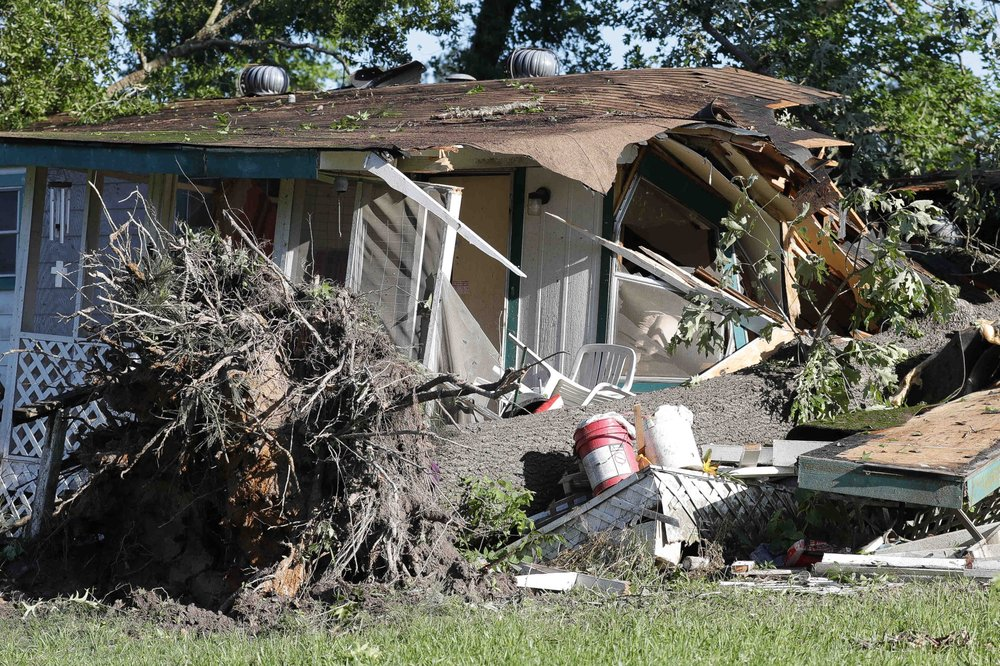 7 confirmed dead as storms hit Oklahoma, Texas, and Louisiana
