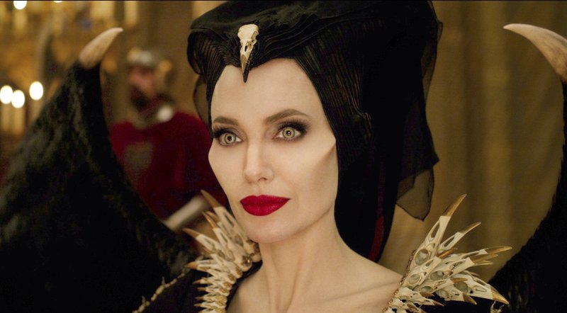 Review In Mistress Of Evil Maleficent Plays Mom