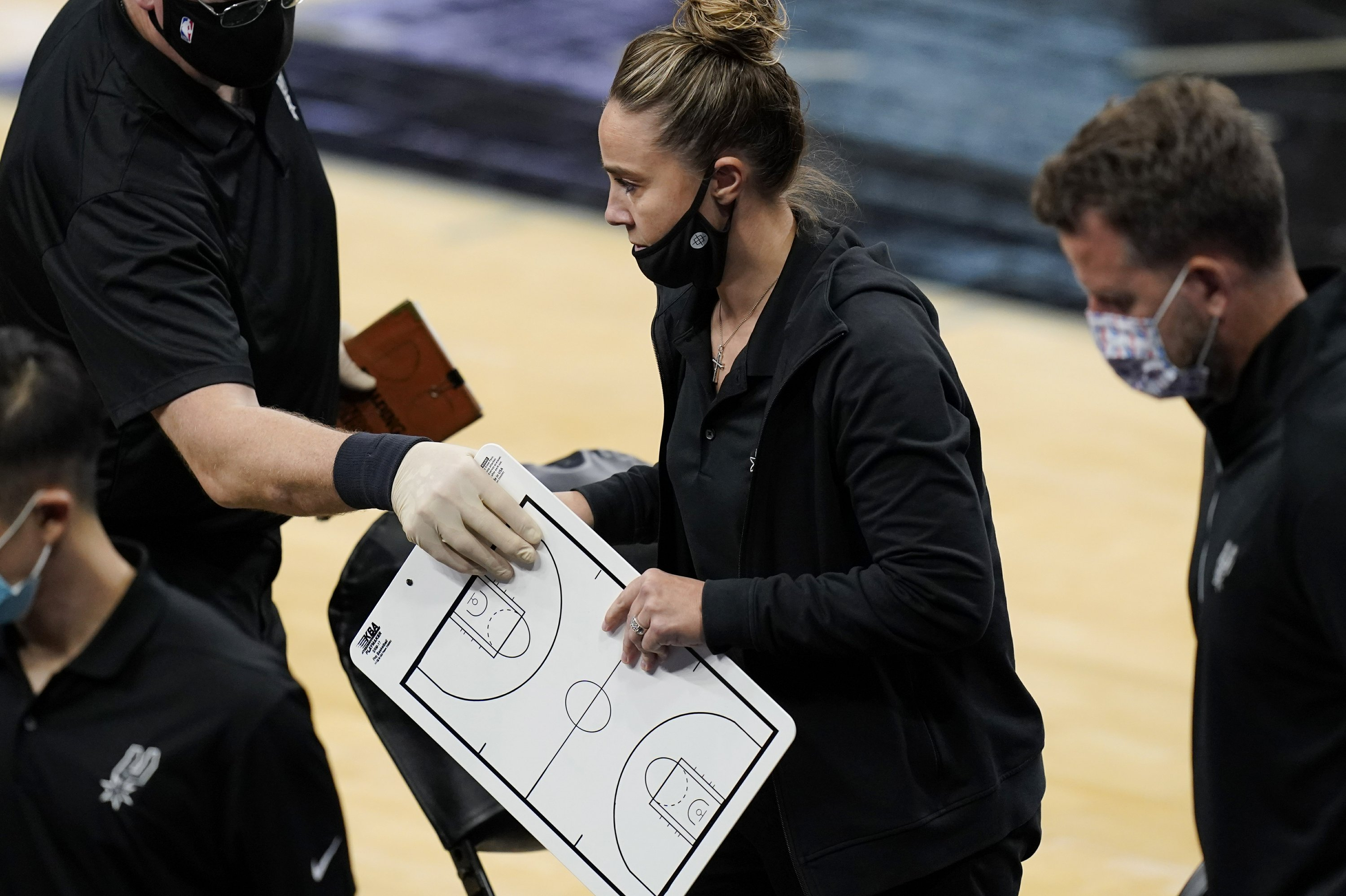 Hammon first woman to coach NBA team; Lakers beat Spurs – The Associated Press