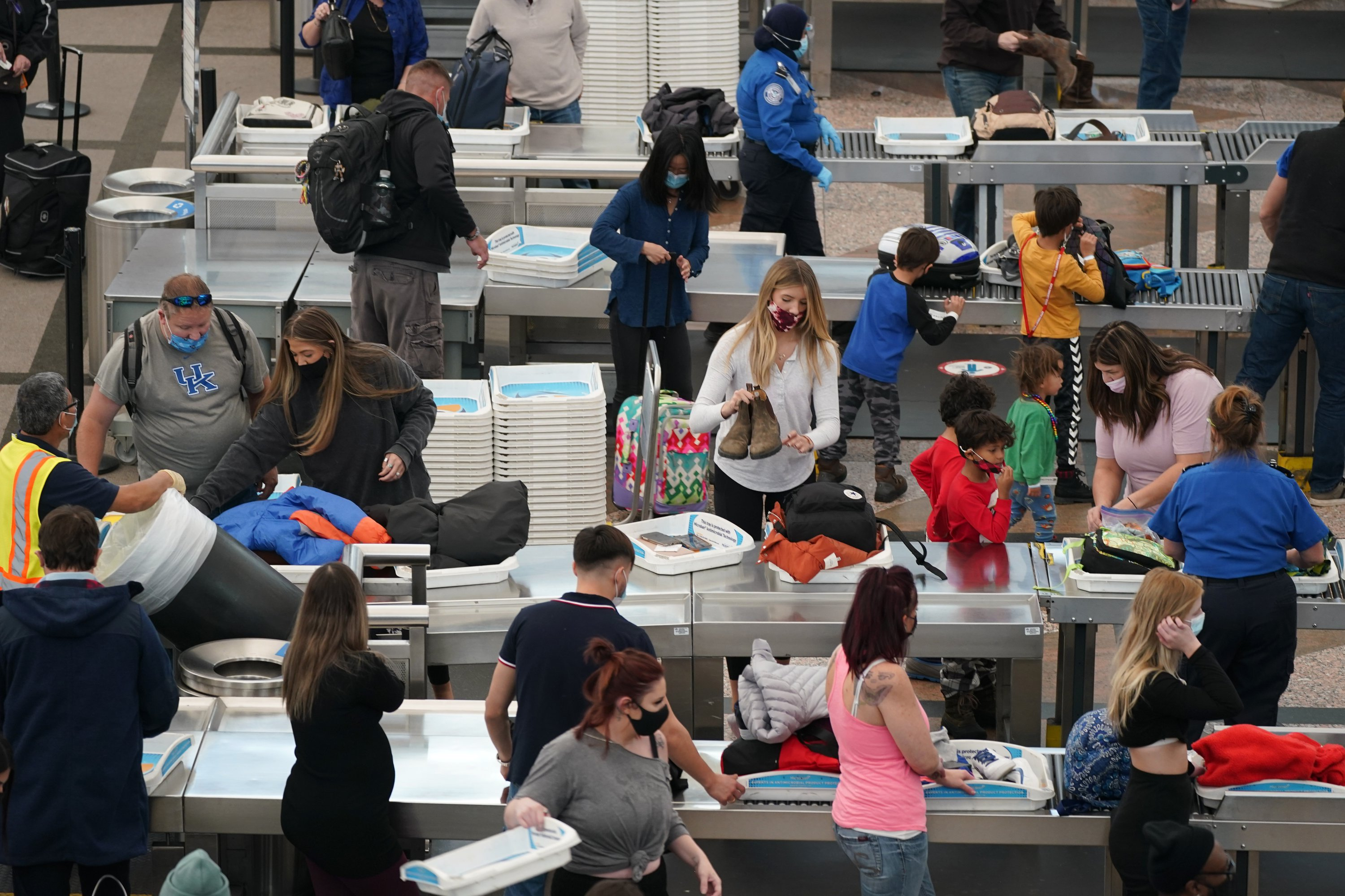 'Mom's Worth It': Americans Opt for Holiday Travel as COVID-19 Cases Surge