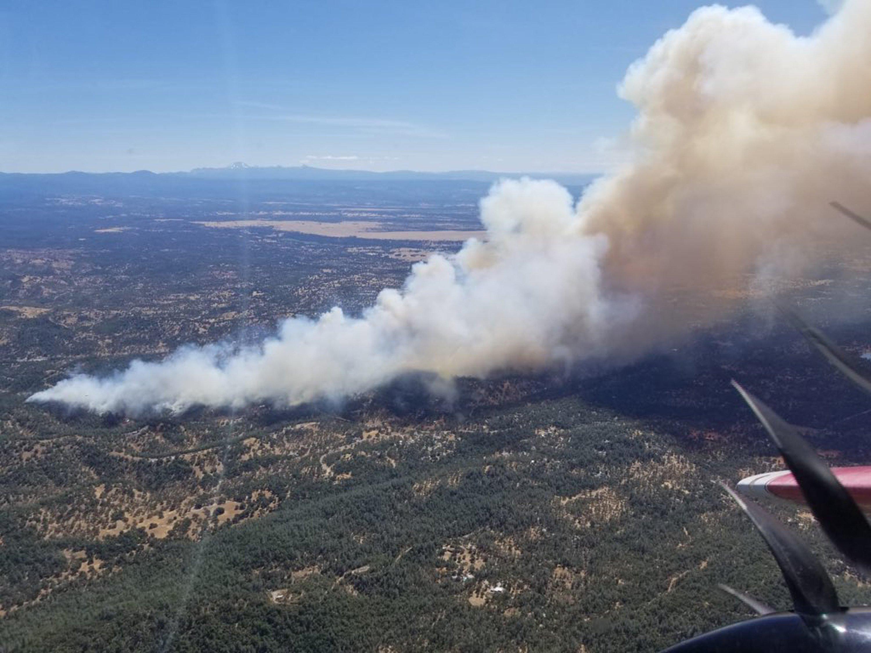 Firefighters battle home-threatening California blaze