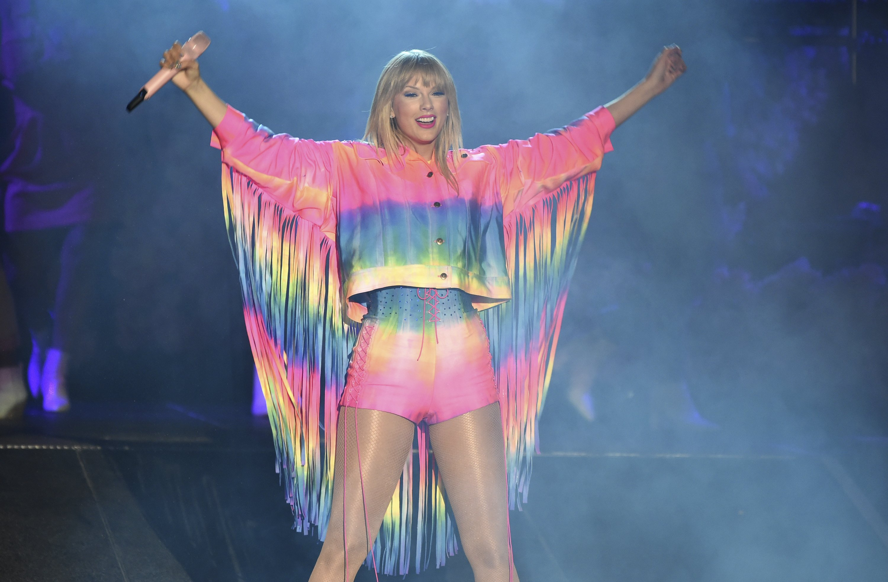Taylor Swift calls out homophobes on new song, announces 7th album