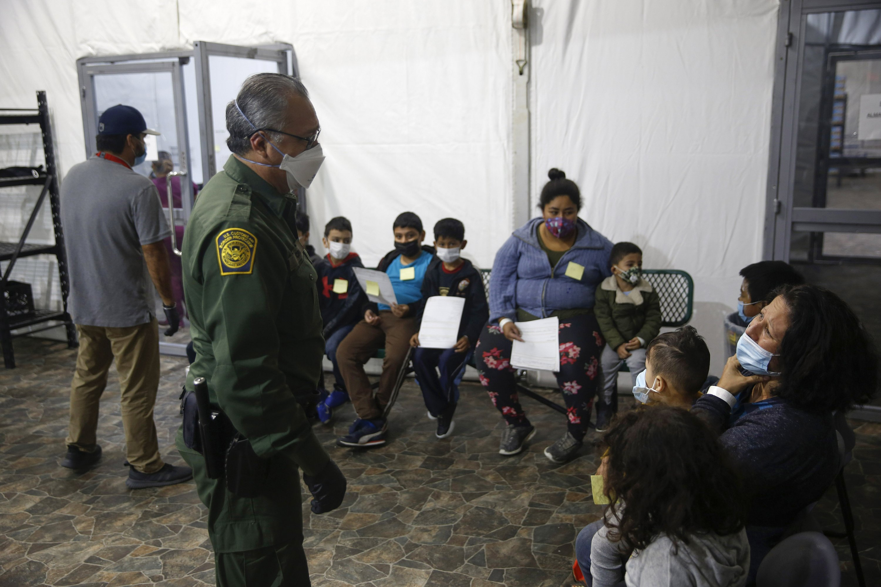 Over 4,000 migrants, many kids, crowded into Texas facility