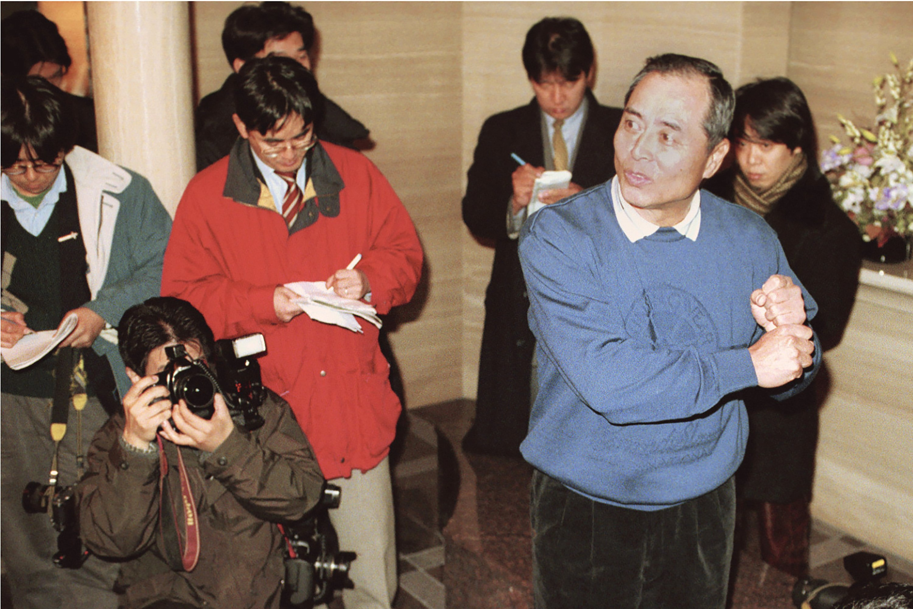 Electronic sign stealing: A scandal two decades ago in Japan