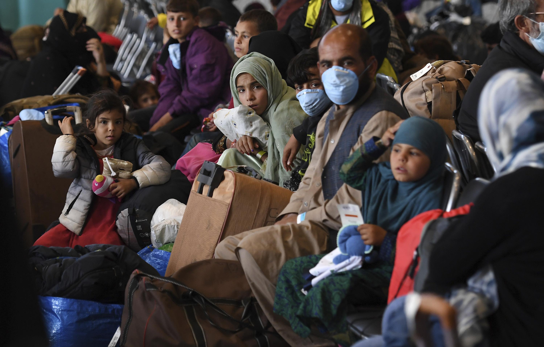 Photo of US: Afghan evacuee flights halted from two key bases | AP NEWS