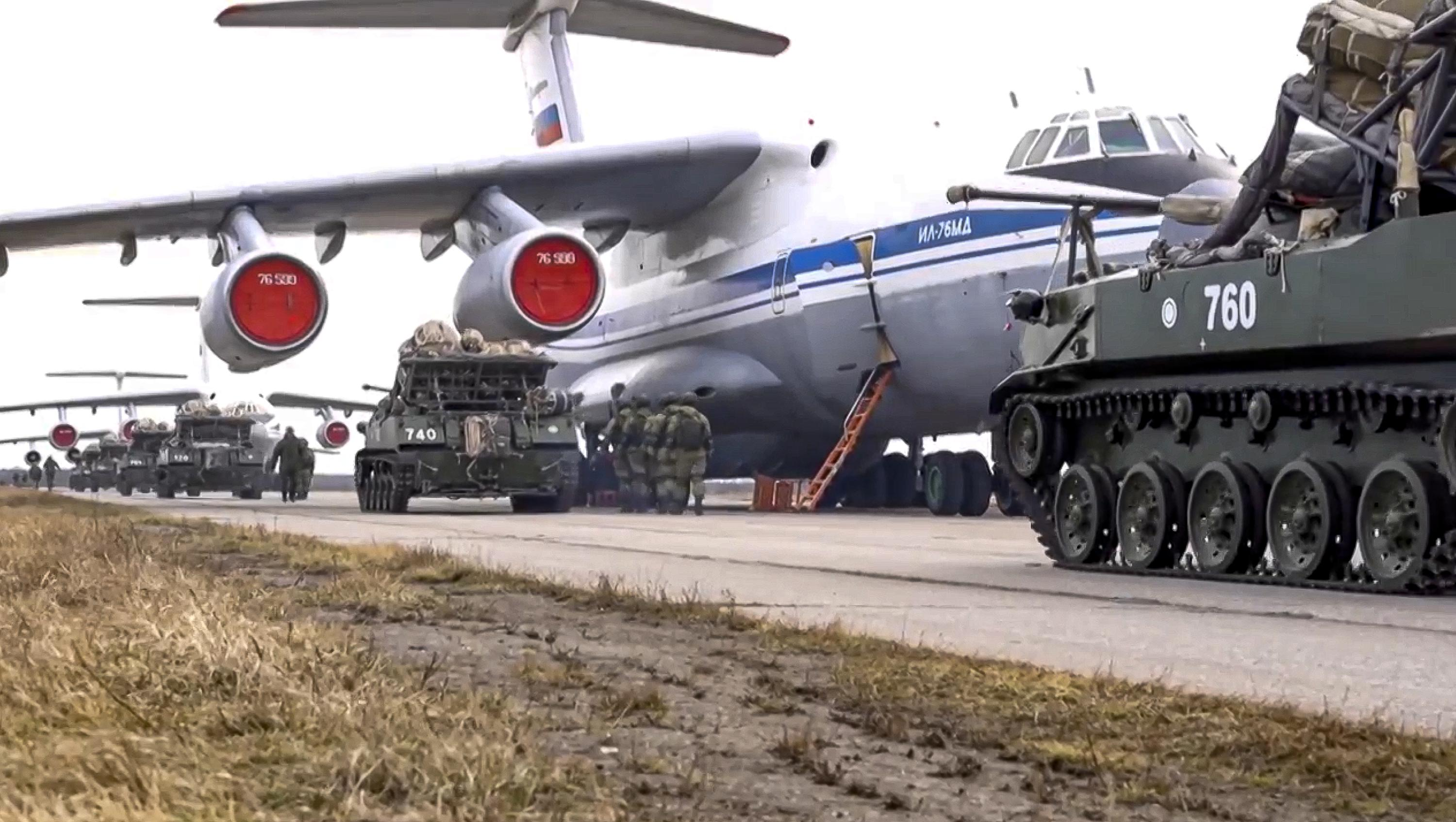 Russia orders troops to return after massive exercises in Crimea