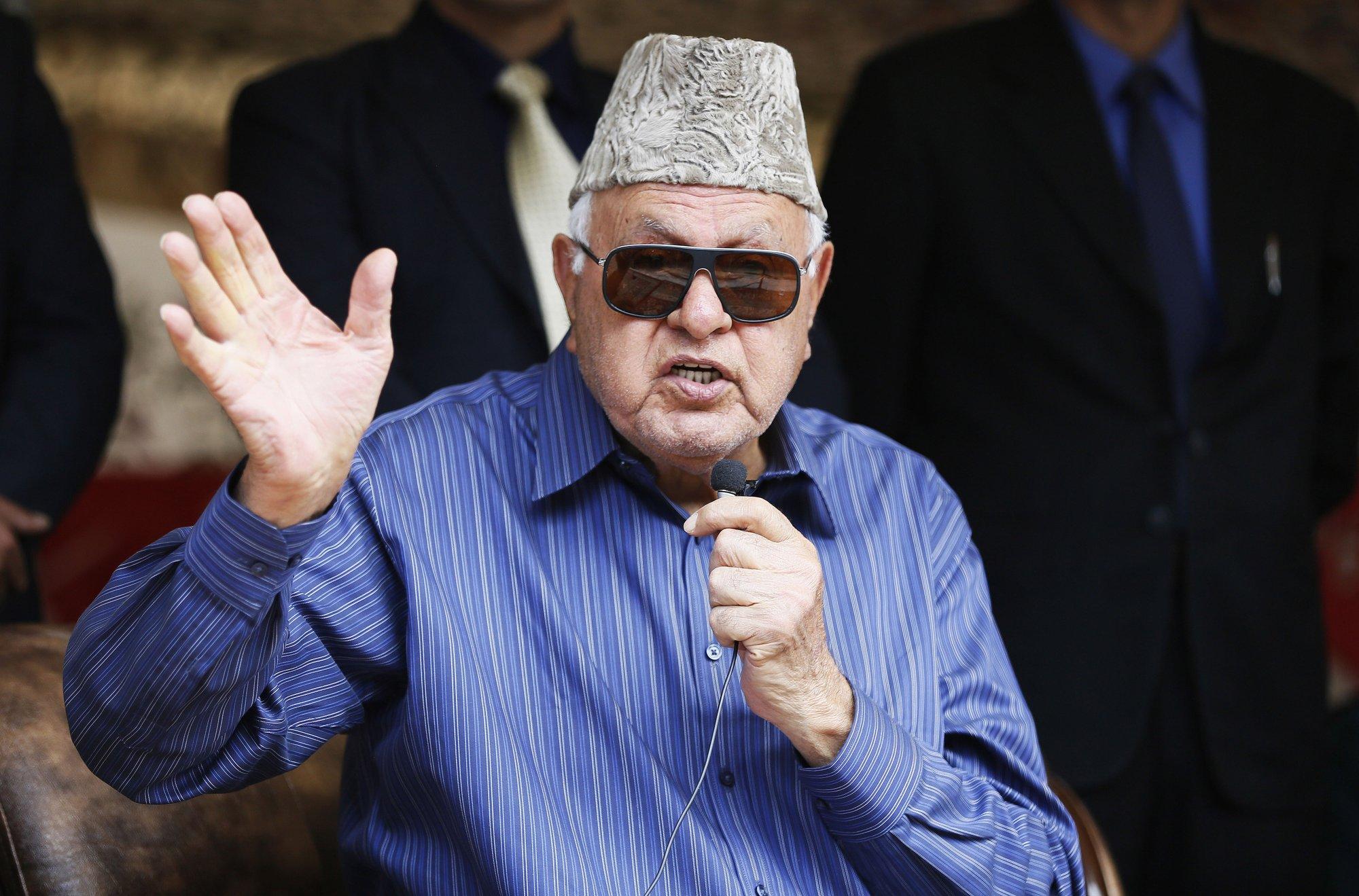 India arrests senior Kashmir leader under controversial law