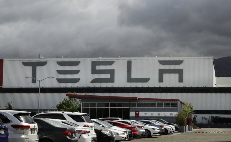 Tesla seeks to sell B through stock; CEO Elon Musk moves from California to Texas