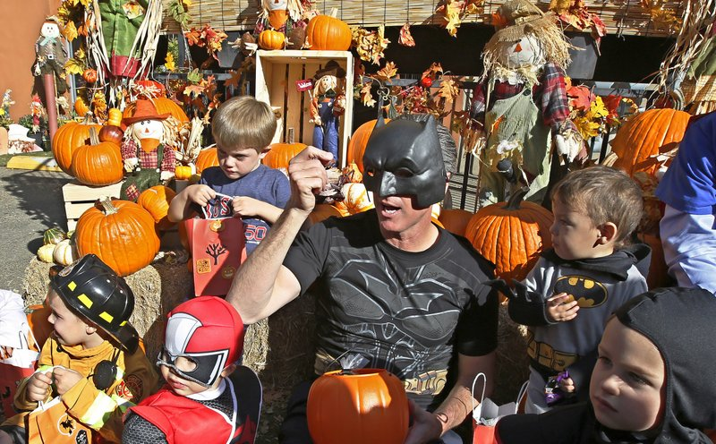 Weber County Halloween 2020 Los Angeles eases up on pandemic driven Halloween guidance