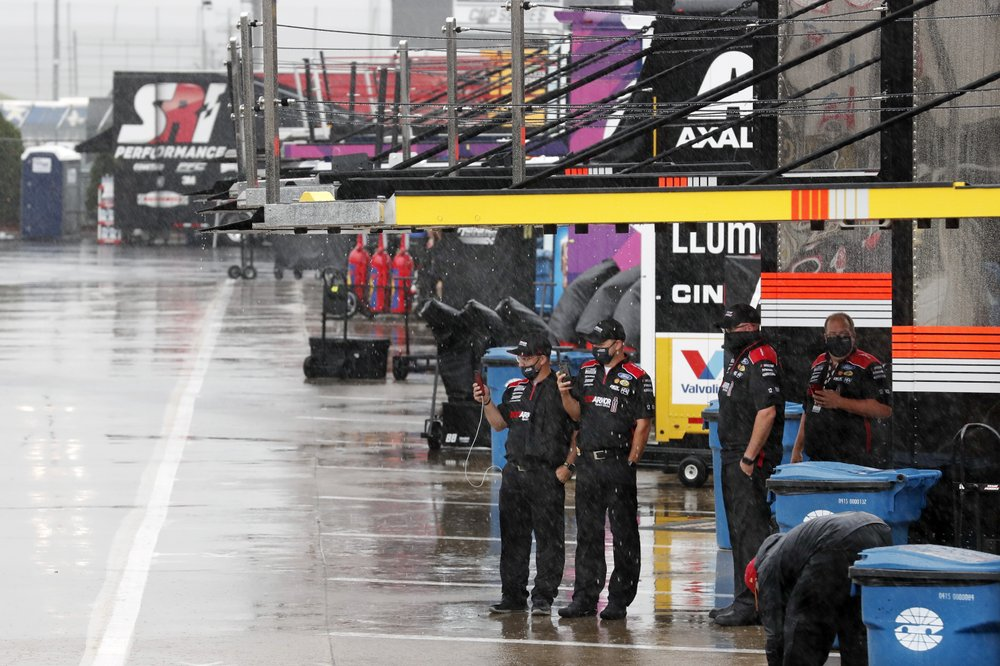 Rain pushes back the NASCAR Cup race