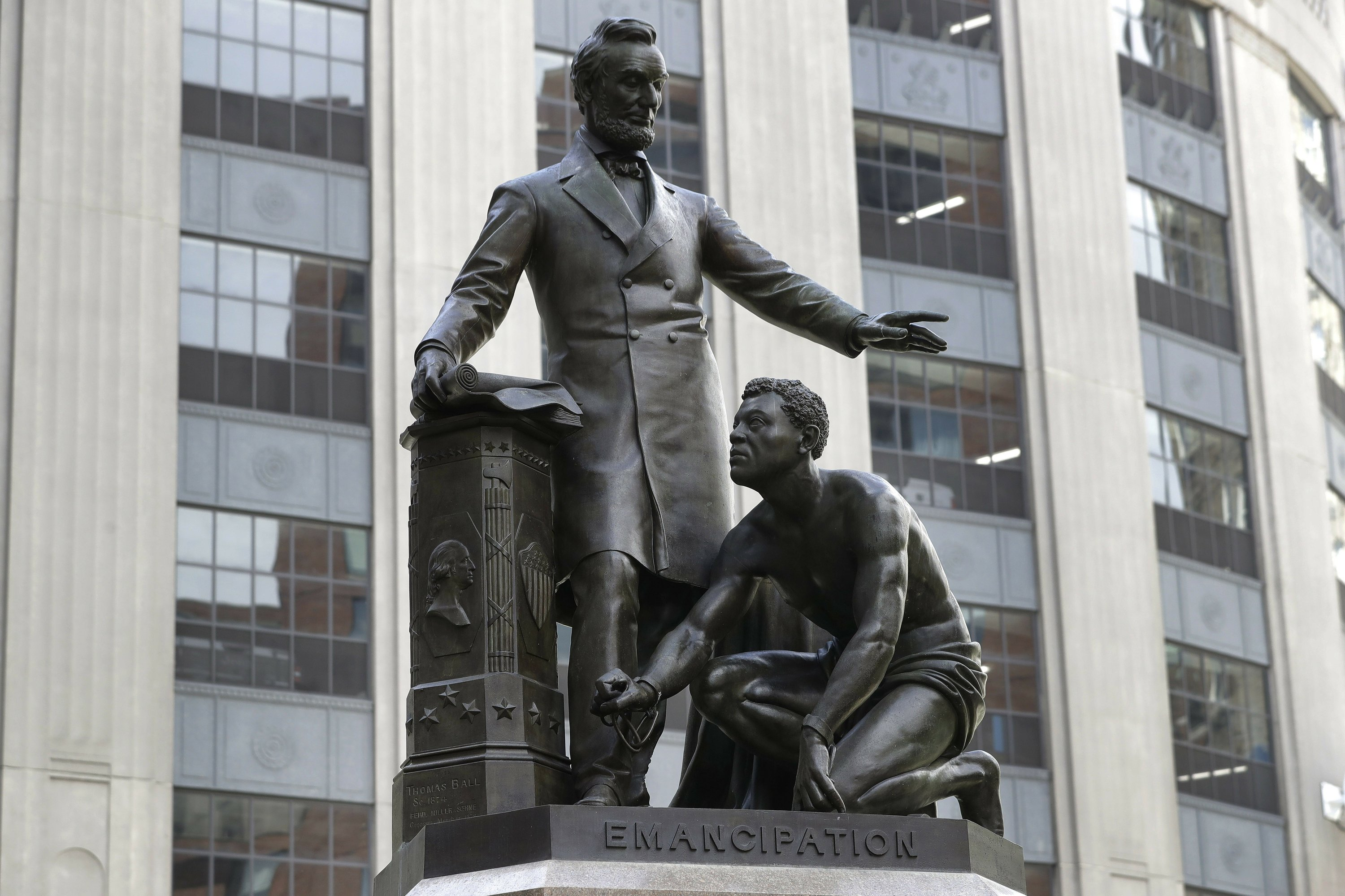 Statue of slave kneeling before Lincoln is removed in Boston – The Associated Press