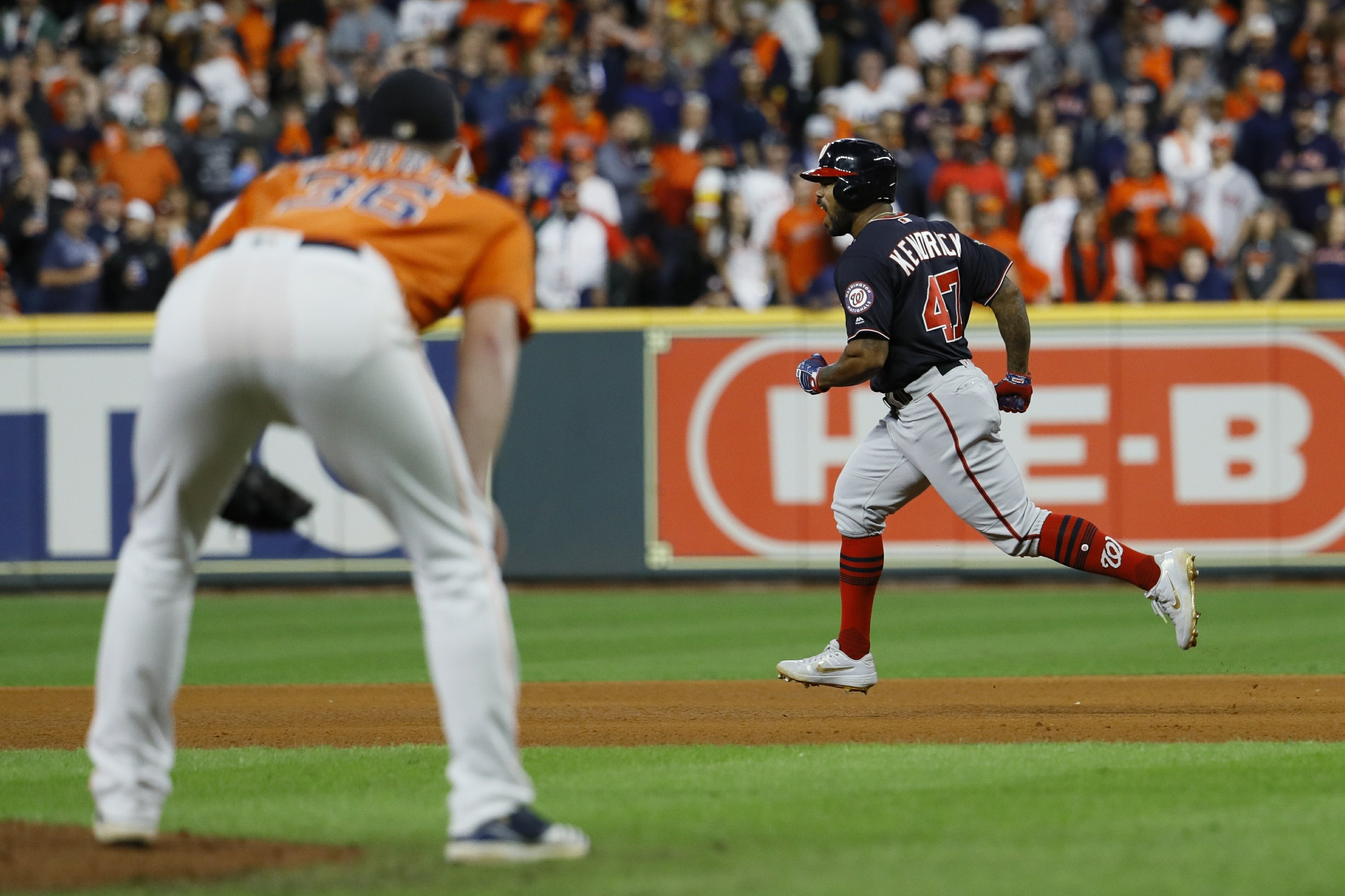 """Hinch: """"I'll have to live with"""" bullpen decision in Game 7"""