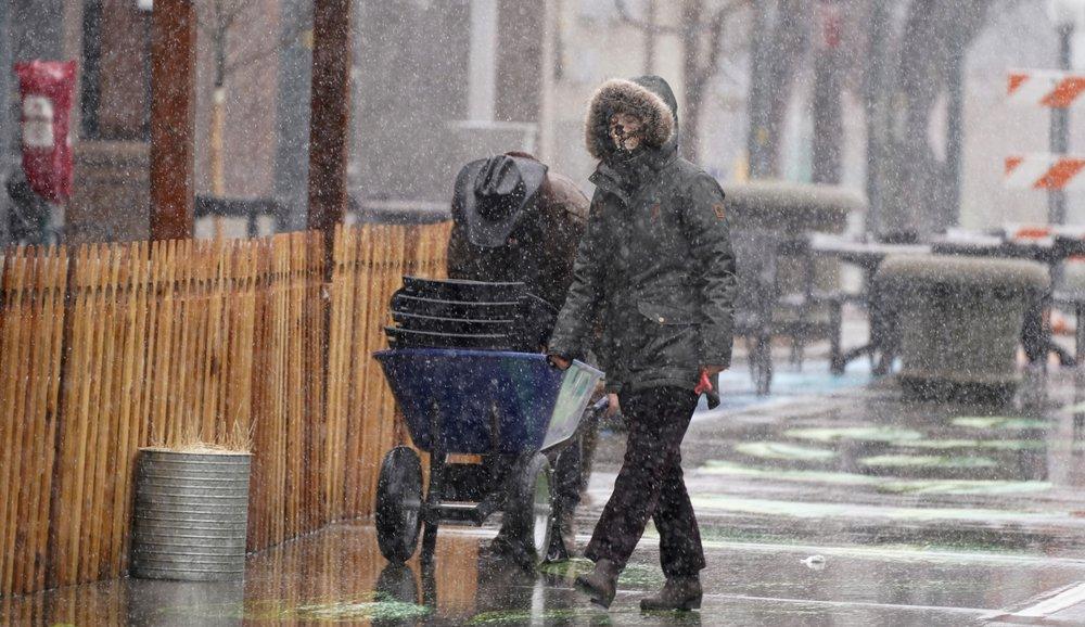 Heavy snowstorm arrives in Denver; 2,000 flights canceled