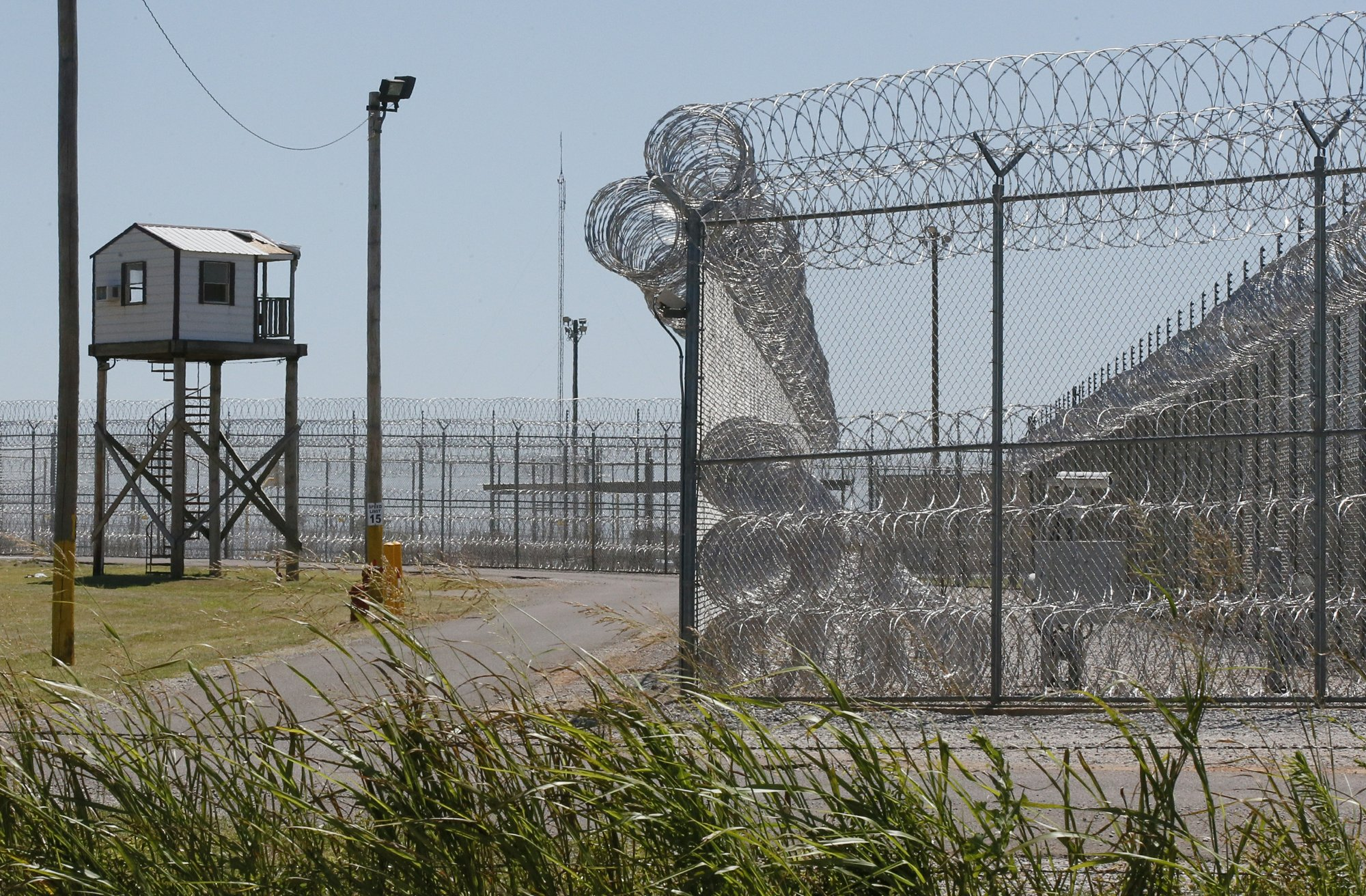Weapons, phones, drugs found after Oklahoma prison fights