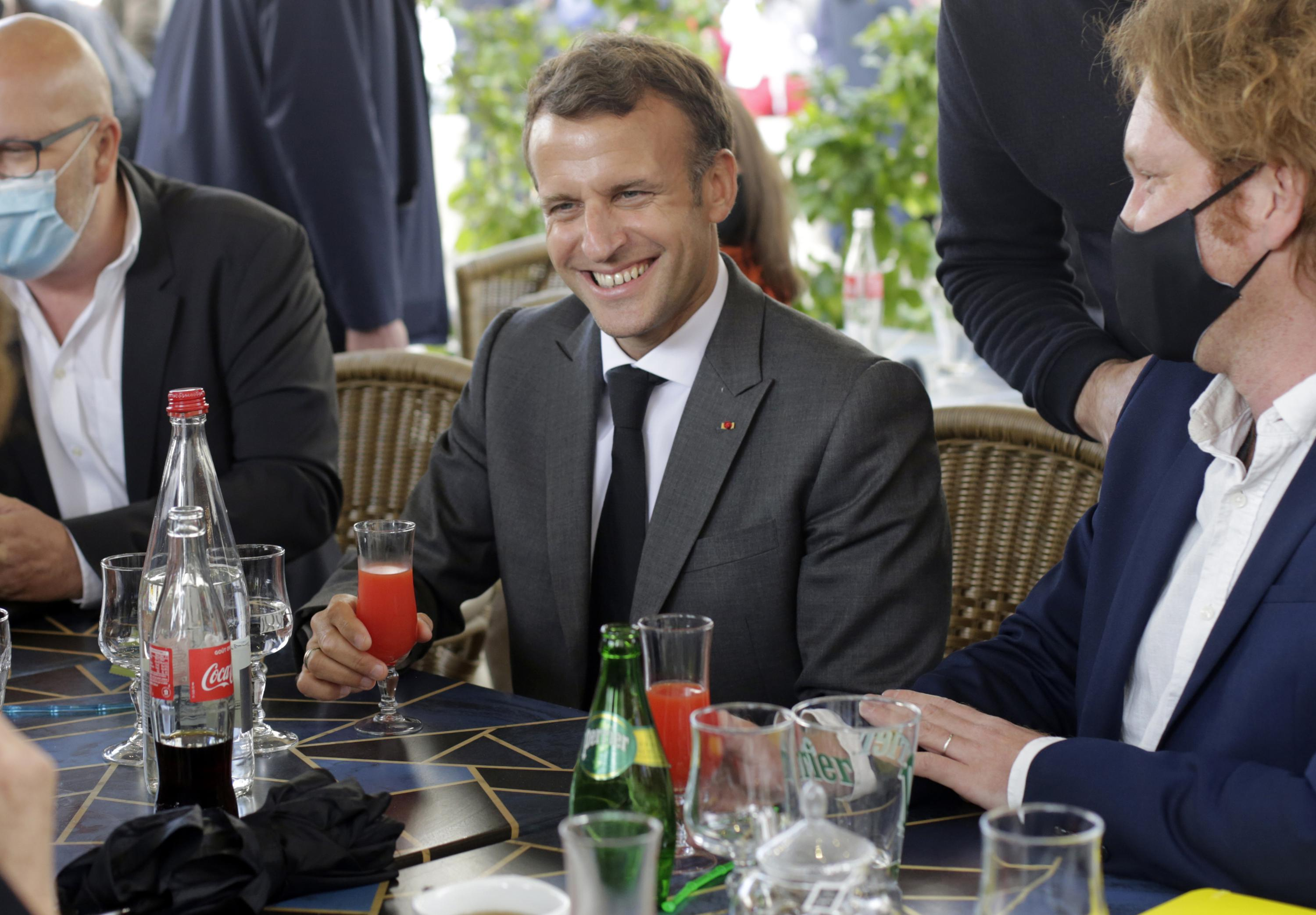 With Tall Trump Tale Macron Plays To France S Young Voters