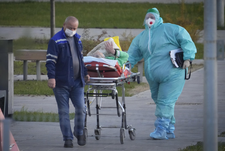 Rusia bate otro récord de muertes por COVID-19
