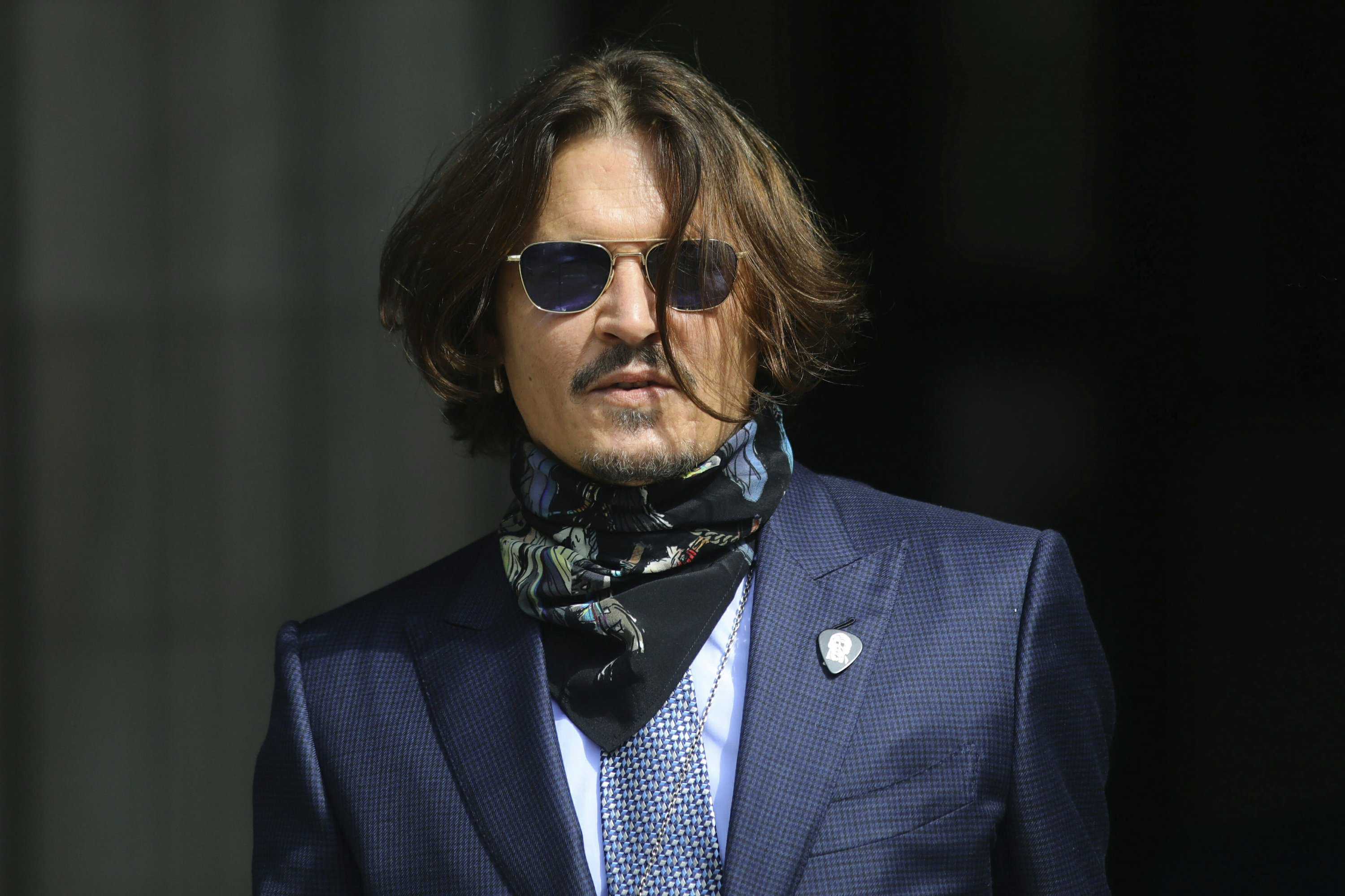 Lawyers summing up at Depp's libel trial against UK tabloid thumbnail