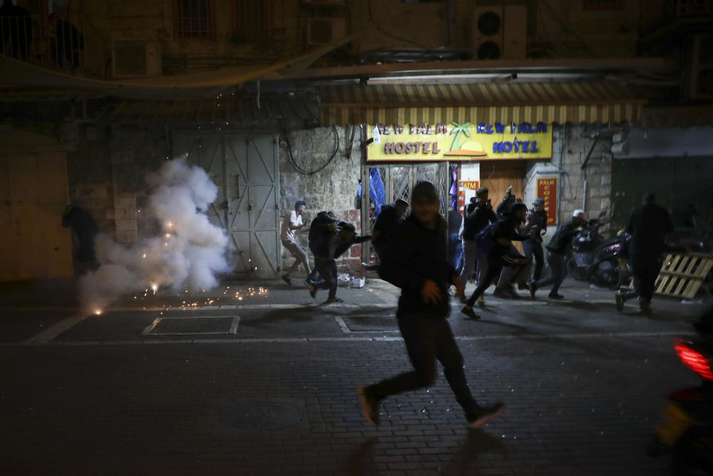 Israeli police caught in double clash: Palestinians angry about Ramadan restrictions, anti-Arab march by Jewish extremists
