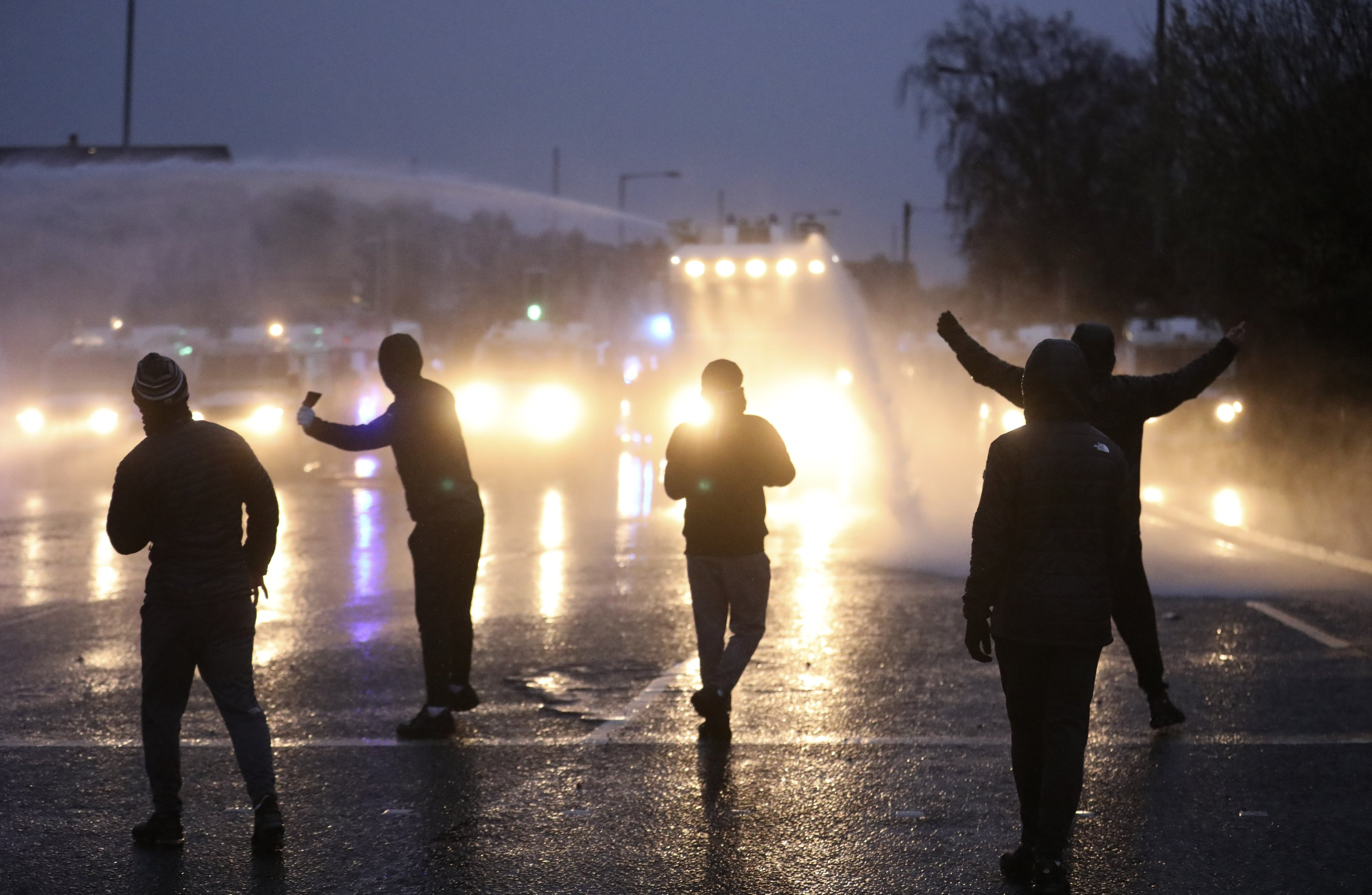 Protesters ignore calls for calm as violence escalates in Belfast