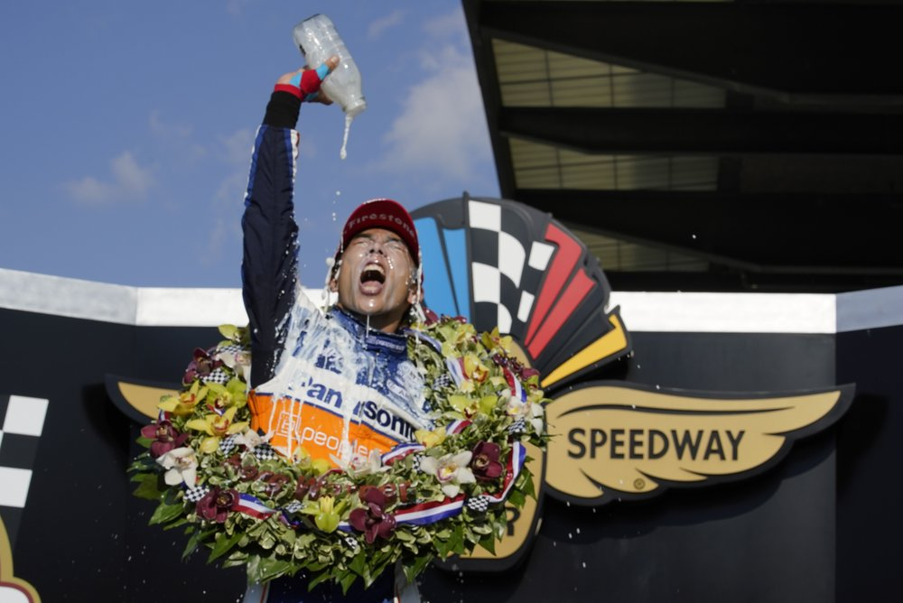 Takuma Sato holds off Scott Dixon to win Indianapolis 500