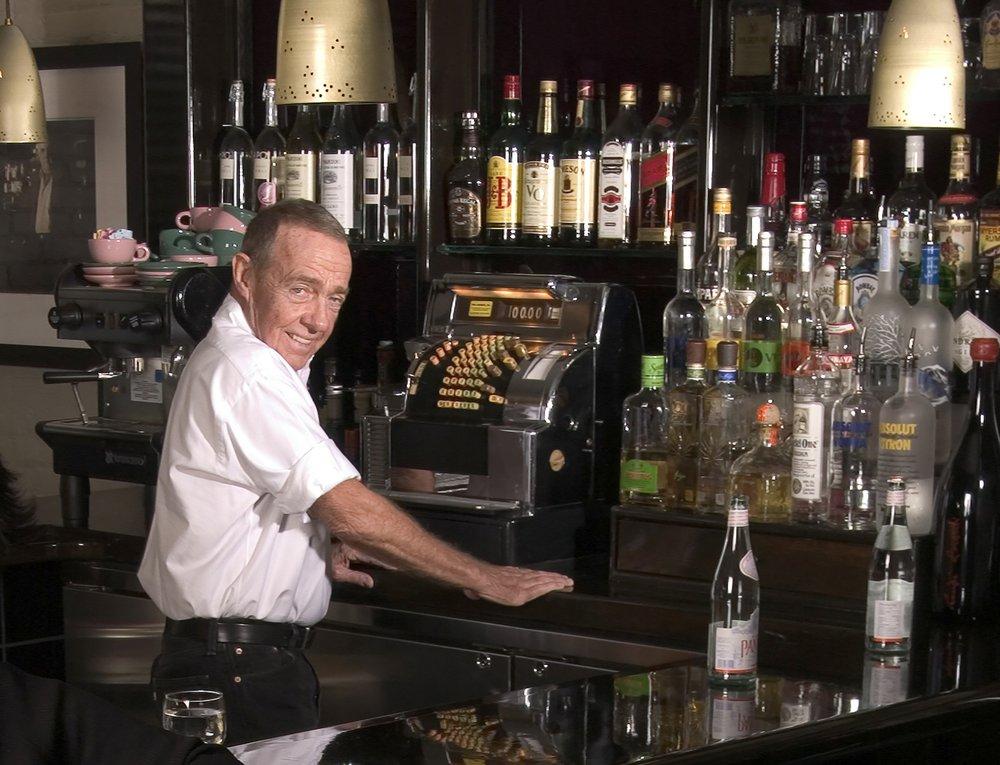 Joe Allen owner of Joe Allen restaurant whose Times Square-adjacent bistro was a Broadway draw, dies at 87