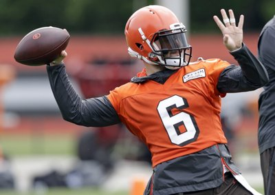 0ff7d2fa8 Browns QB Mayfield tells kids 'to be yourself' at camp