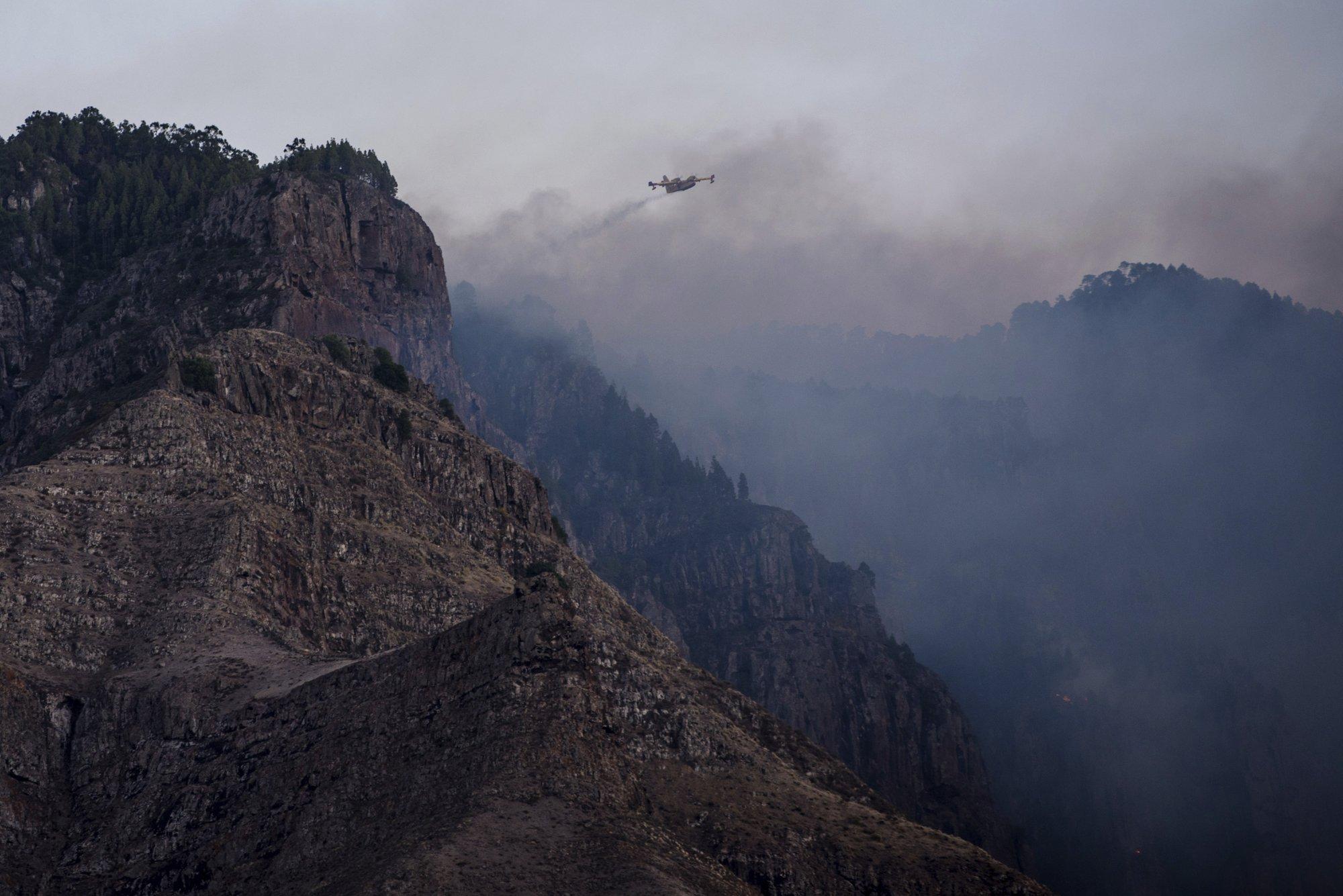 Spain: Island wildfire eases, lets evacuees return home