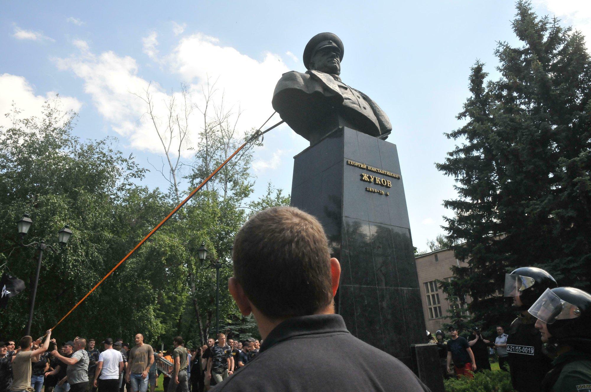 Protesters tear down Zhukov bust in Ukraine