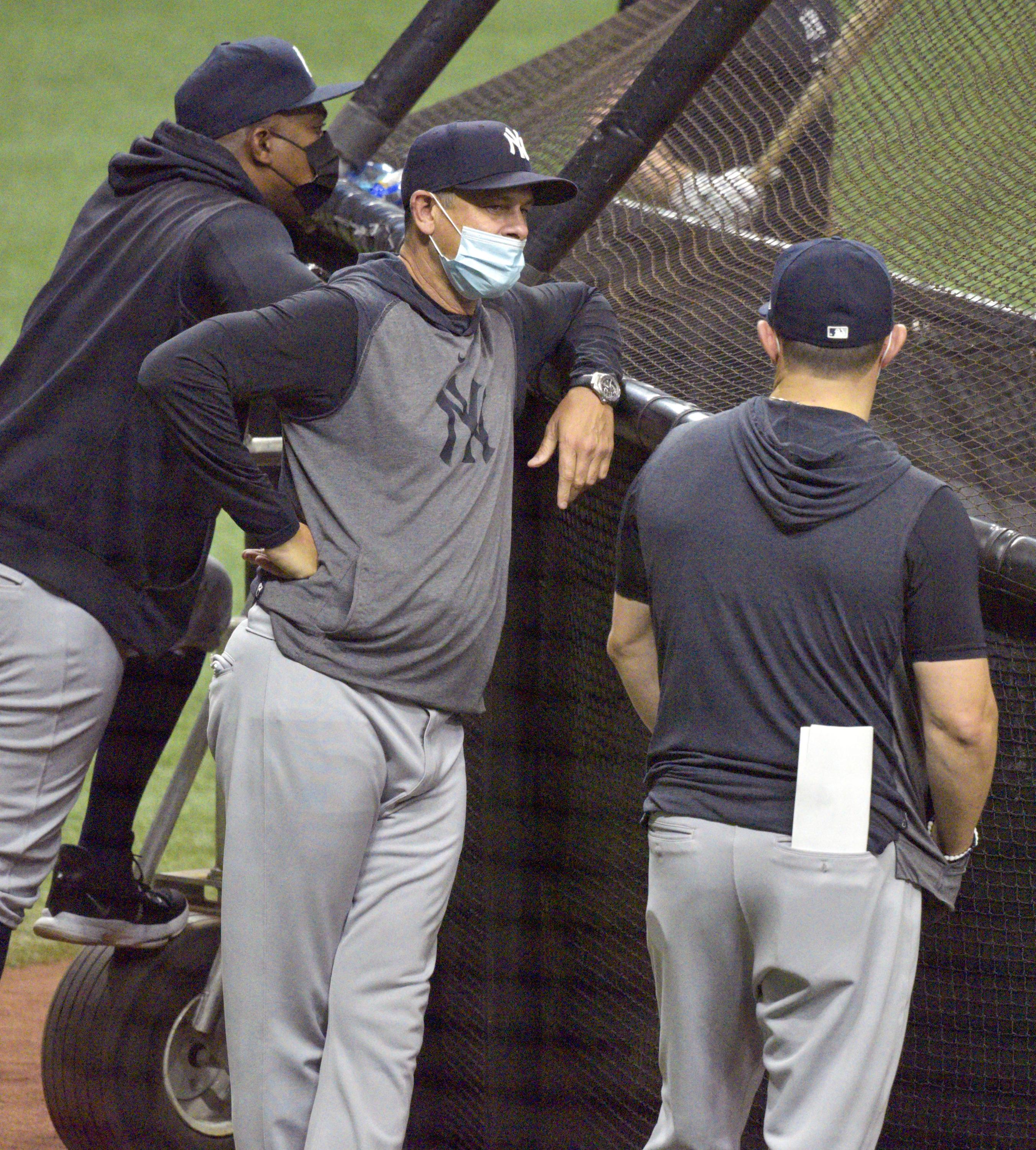 Yankees staffer tests positive for COVID; Hicks goes on IL