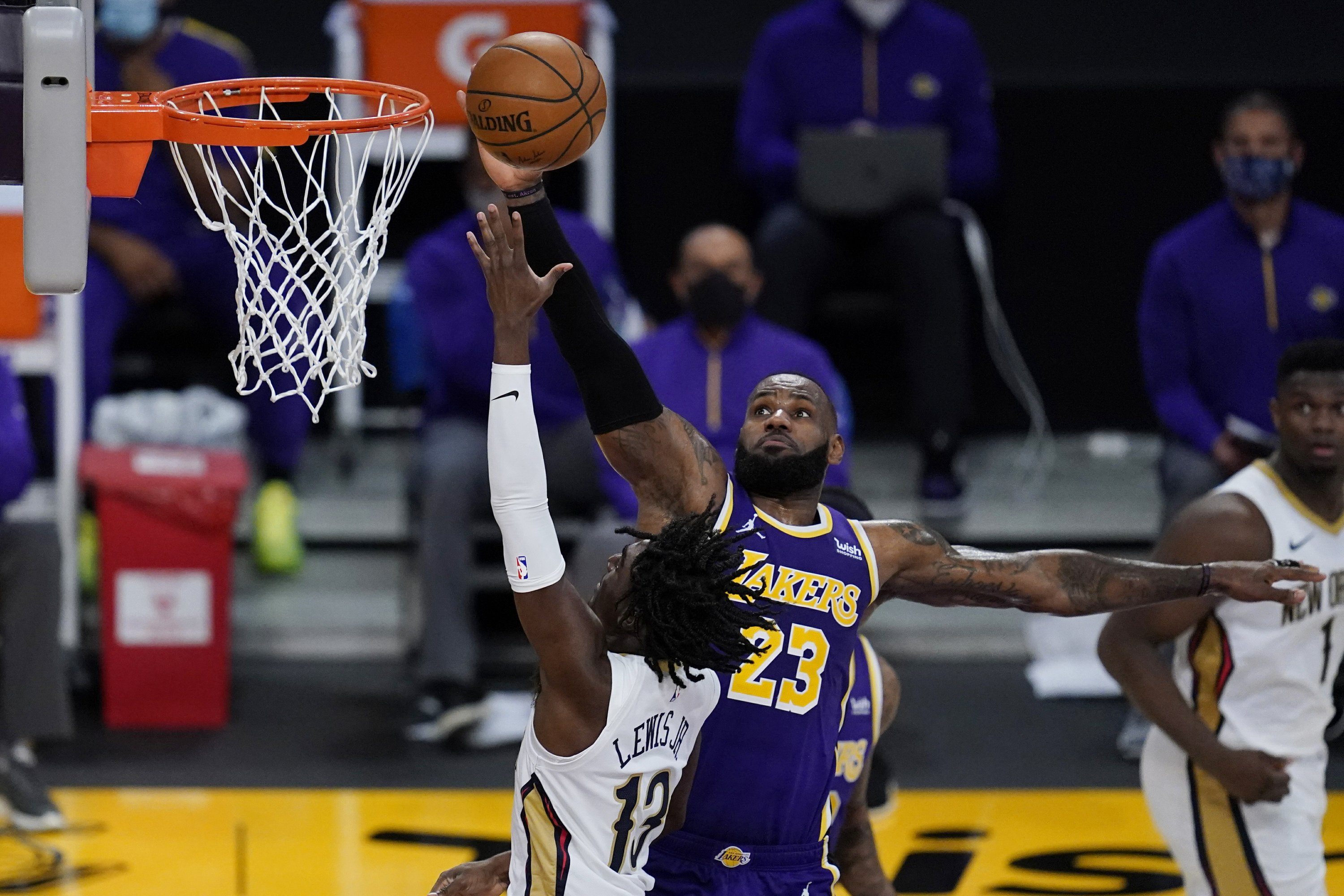 James, Davis help Lakers beat Pelicans for 5th straight win