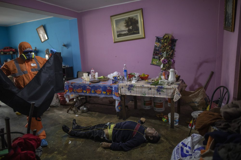 Peruvians are dying at home by the hundreds