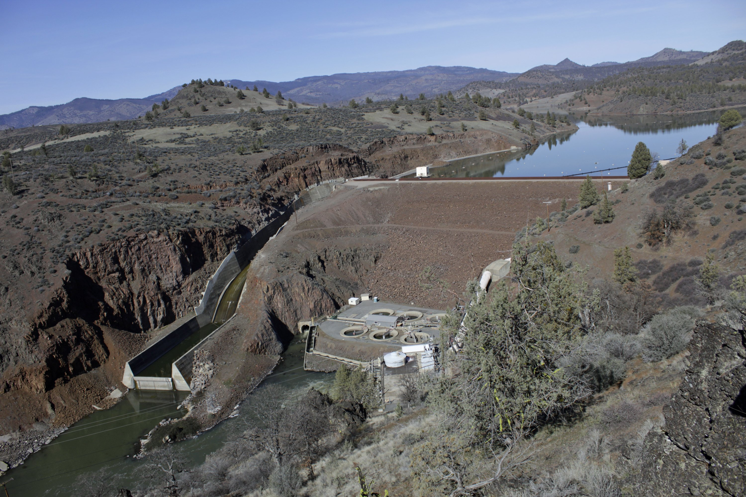 Largest US dam removal stirs debate over coveted West water