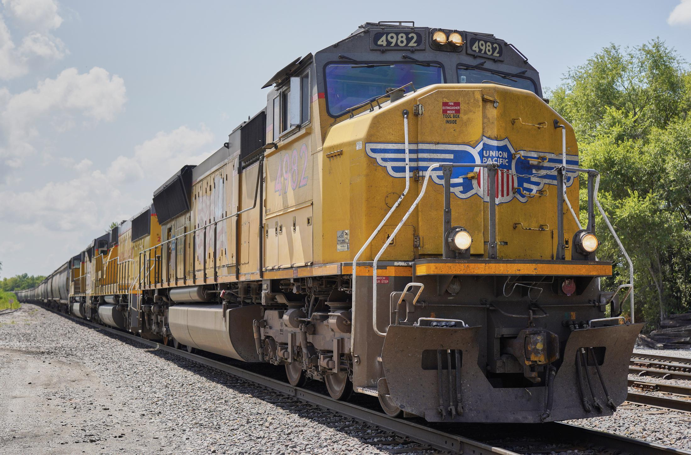 Union Pacific profit down 9% but economy will grow in 2021