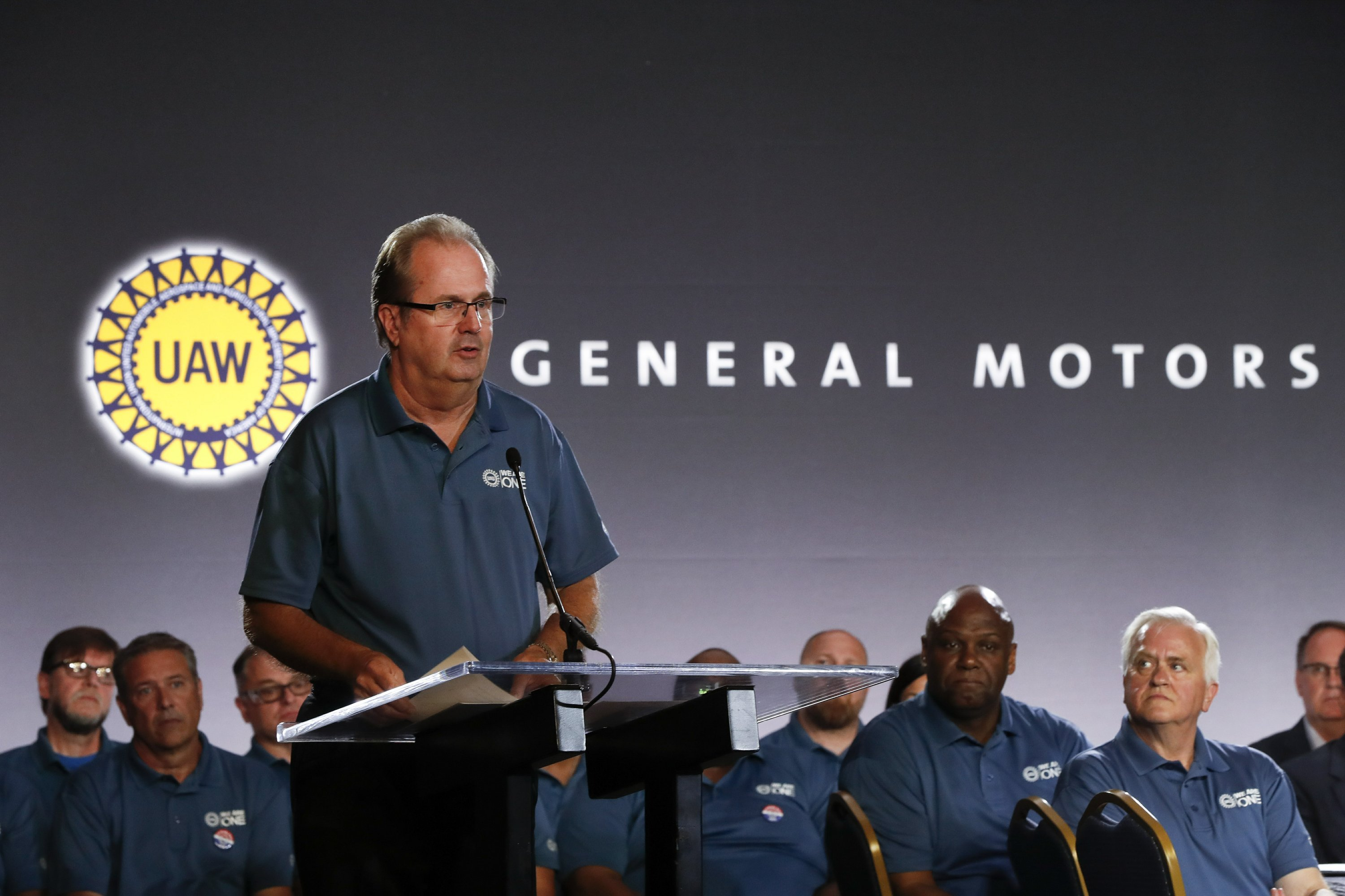 UAW extends Ford, Fiat Chrysler pacts; strike possible at GM