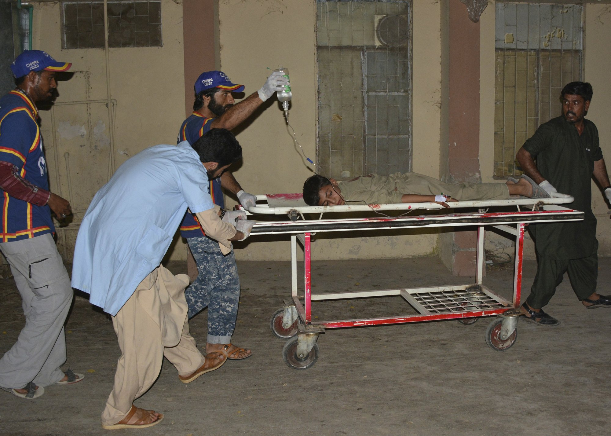 Market bombing in Pakistan kills 2, wounds 29