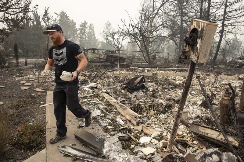 Dozens missing as firefighters battle two large Oregon fires