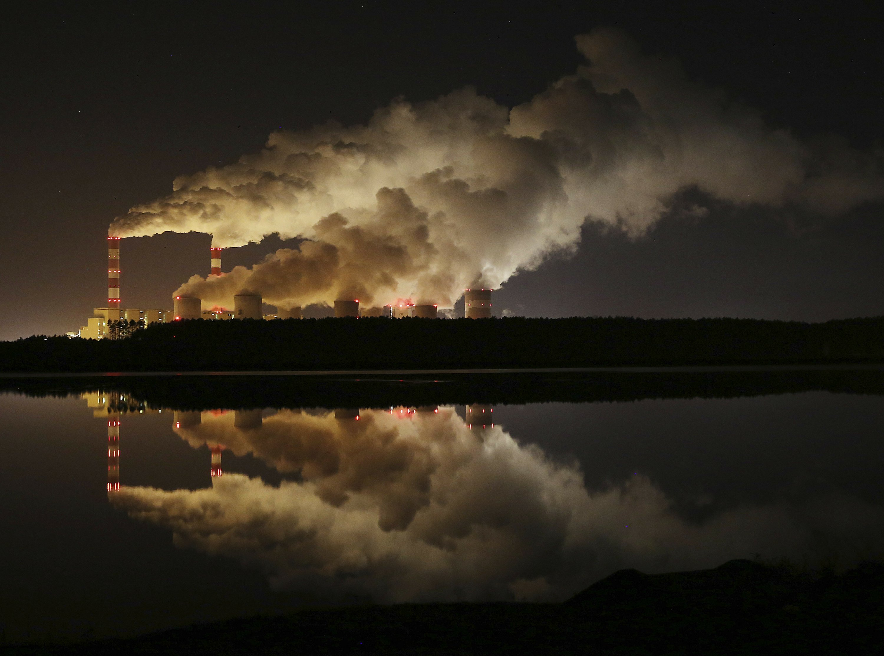 Report: EU greenhouse gas emissions down 24% since 1990