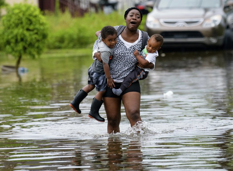 Flooding swamps New Orleans