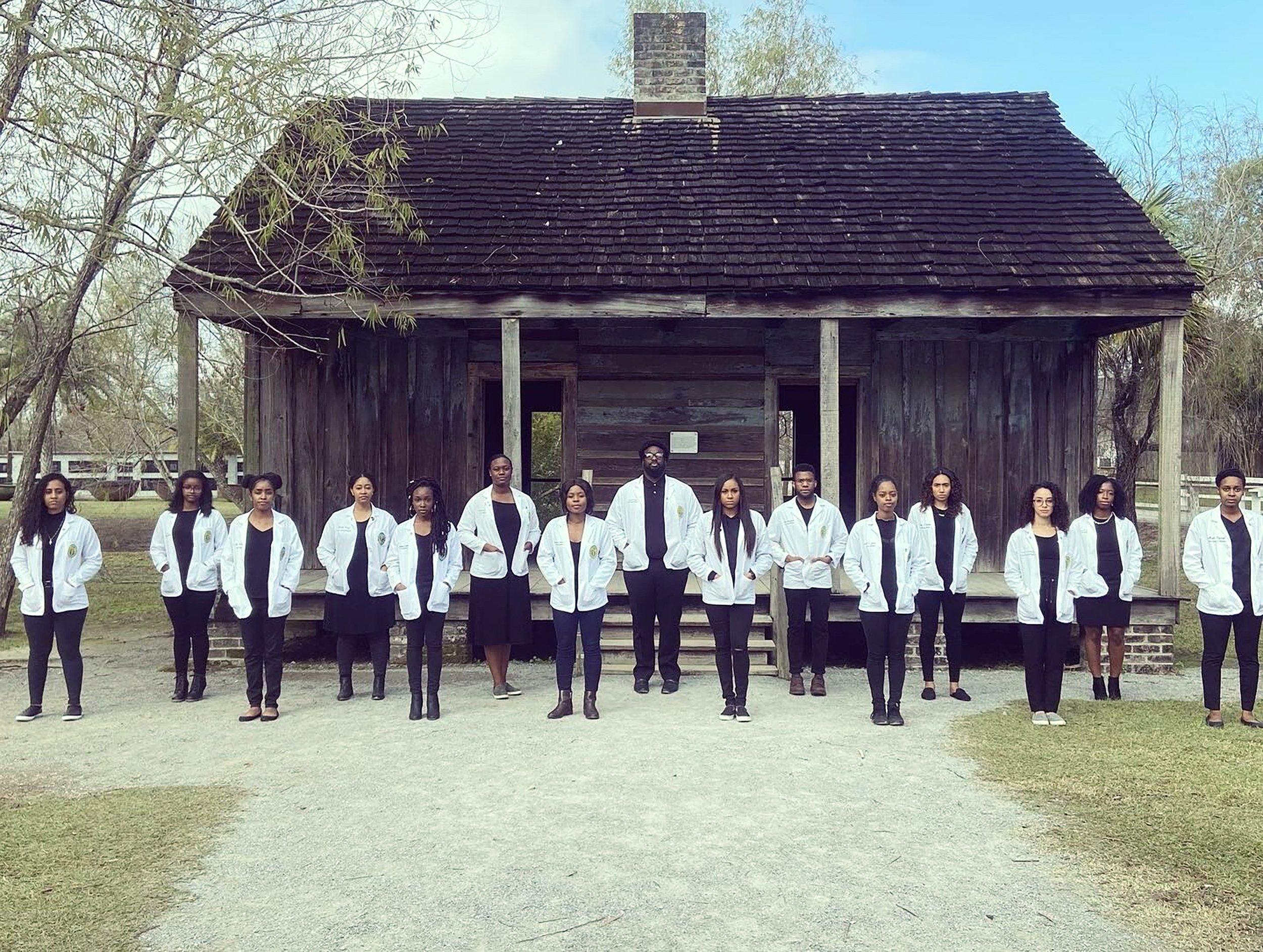 Black Med Students Hope Slave Plantation Photo Inspires Kids