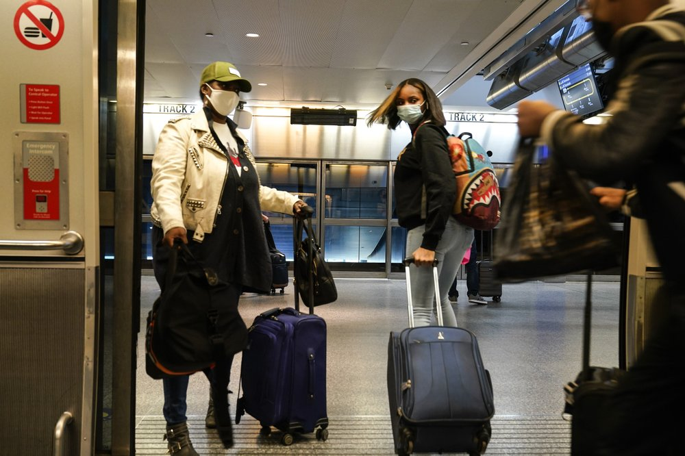 About 1 million Americans a day stick to Thanksgiving travel plans despite warnings by public health experts