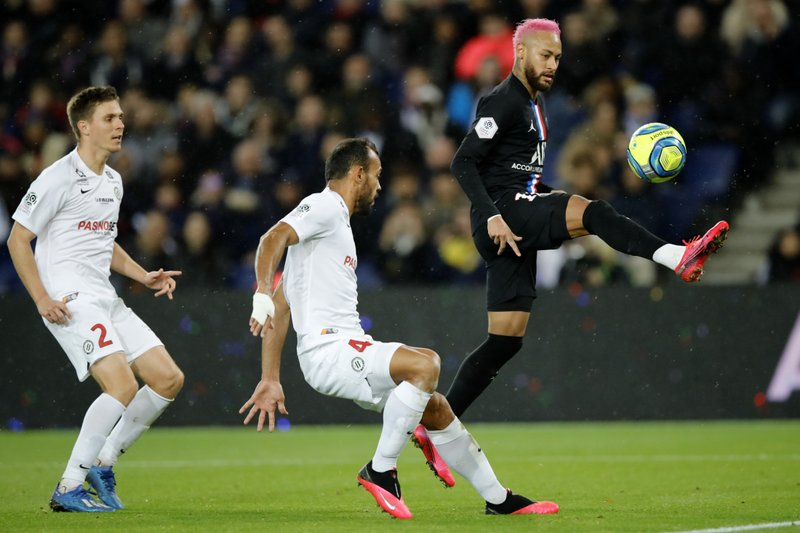 PSG routs Montpellier 5-0 to extend lead in French league