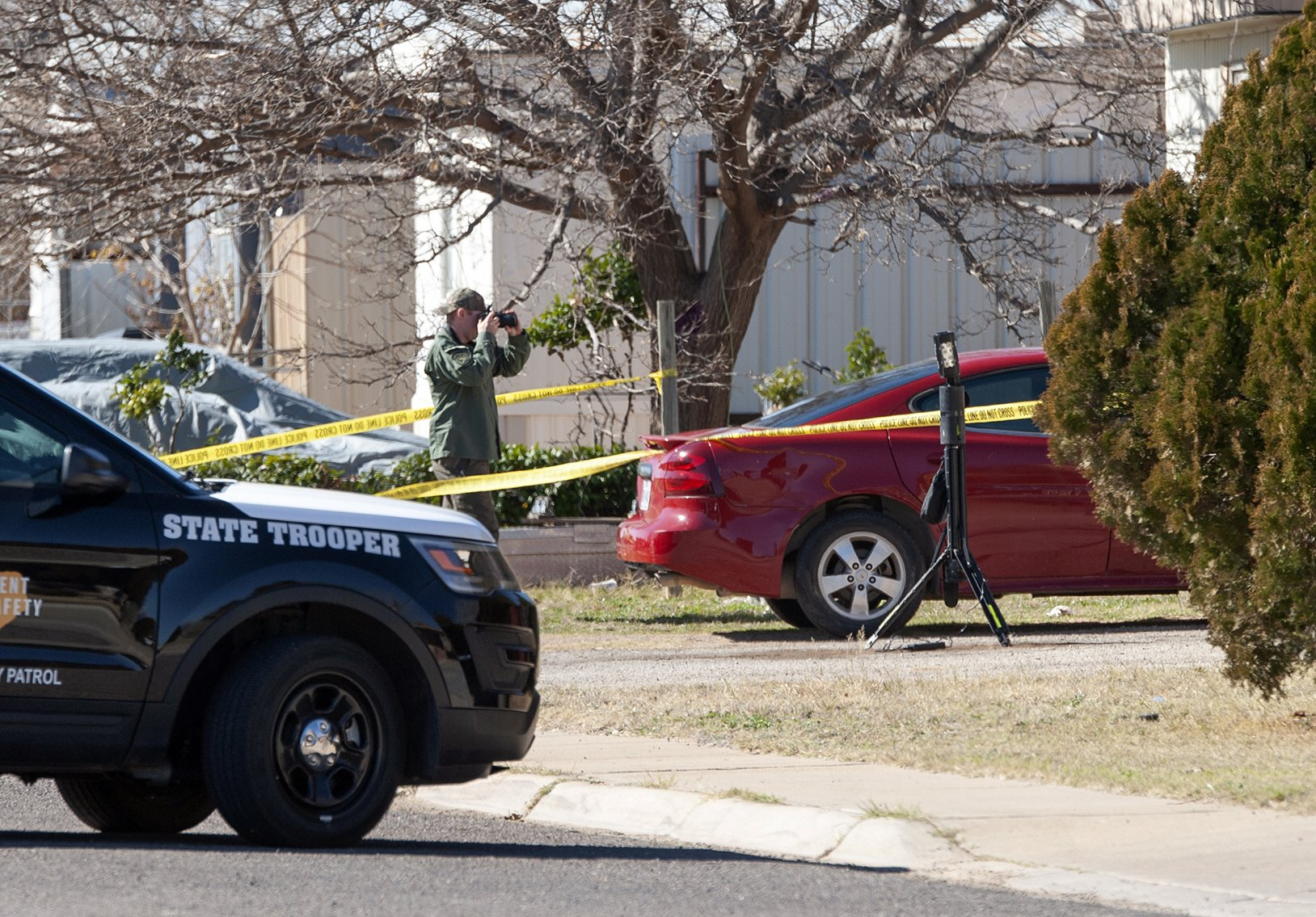 Texas man: Police shot, hurt 3-year-old daughter, teen son