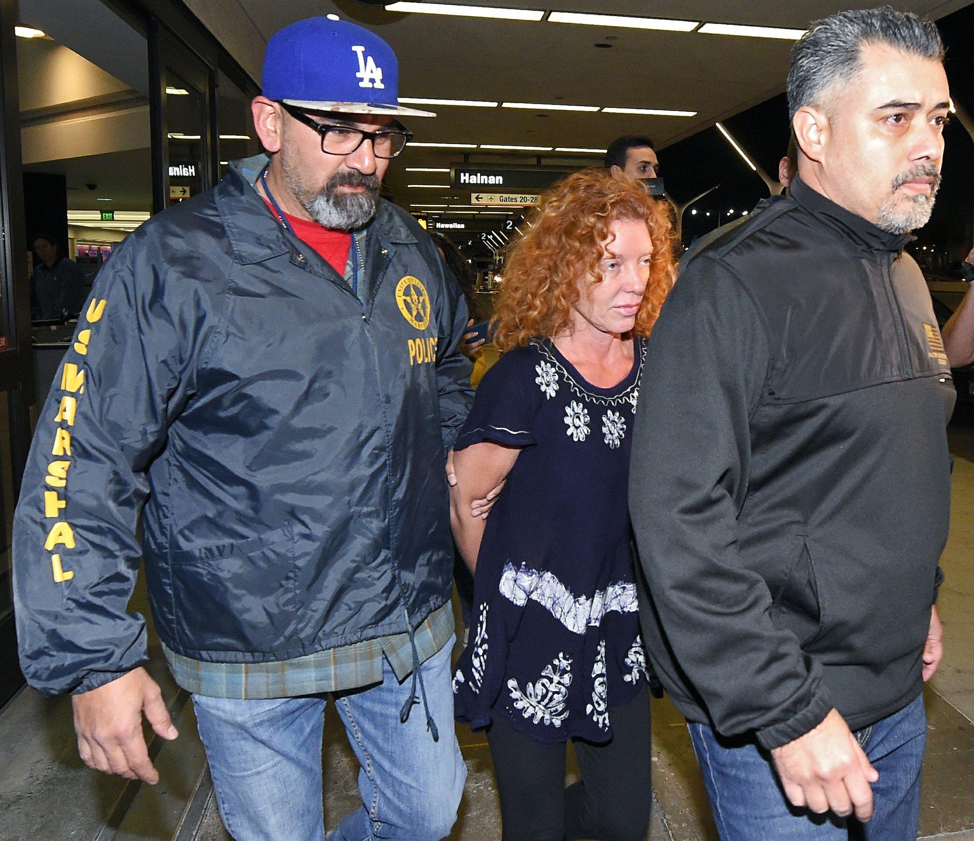 Madre de estadounidense prófugo ya está detenida en EEUU