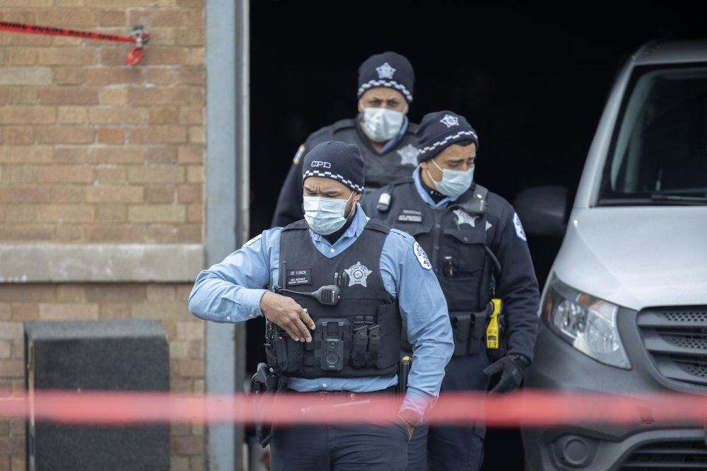 Party on Chicago's South Side leaves 2 killed, 13 wounded