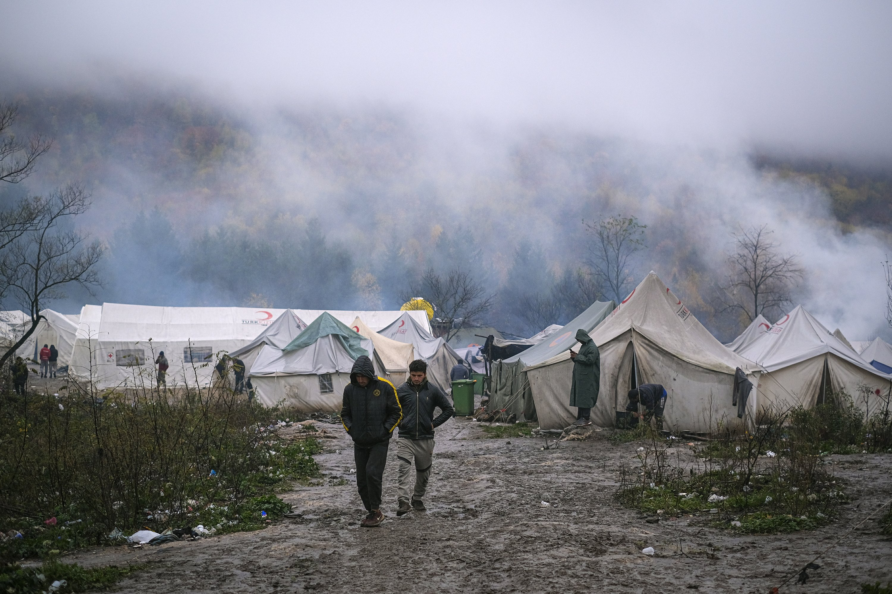 Cold weather comes, no relief in sight for Bosnia's migrants