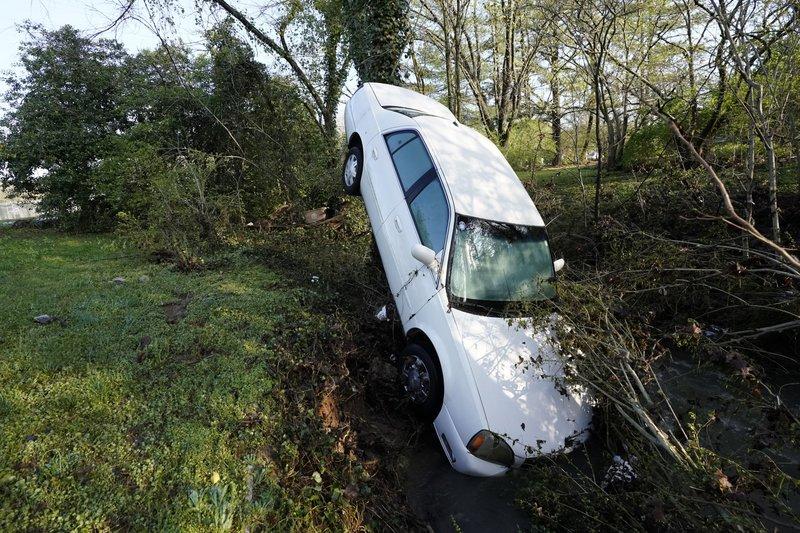 Inundaciones por lluvias récord dejan 4 muertos en Tennessee